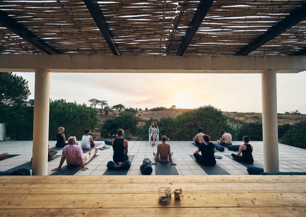 Tiefenentspannt in Portugal – Nidra-Yoga für Anfänger